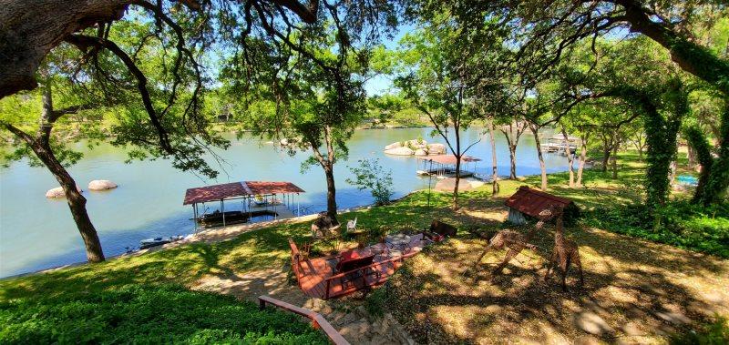 Cool waters lake lbj cabin rental lake lbj lodging for Fishing cabins for rent in texas