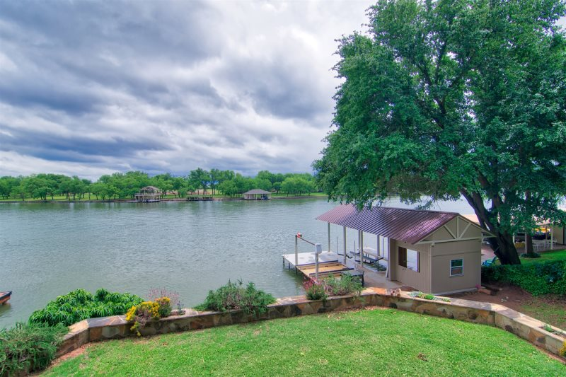 Bonnie brae lake lbj waterfront vacation rental 3 bedroom for Fishing cabins for rent in texas