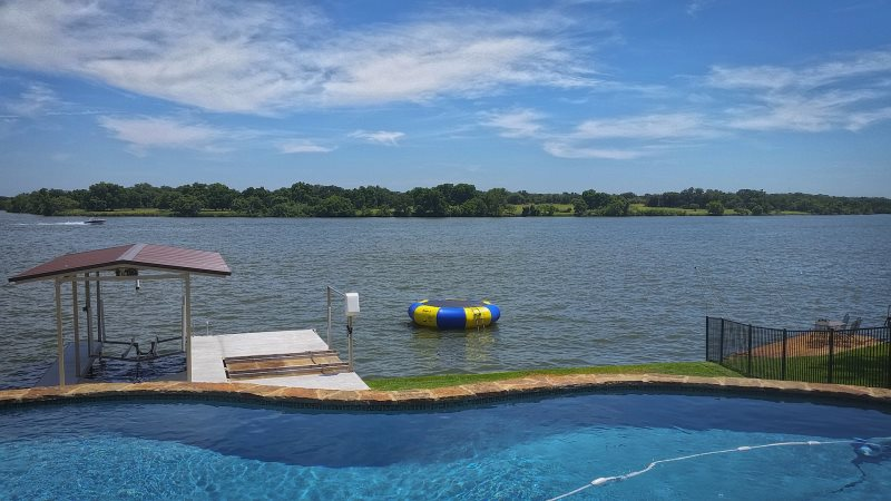 Lookout mountain luxury lake lbj vacation rental with swimming pool for Luxury holiday rentals ireland swimming pool