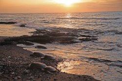 PUA LANI ~ 3 BR Suites ~ Timeless, Ocean Front Home on Sandy Beach ~ Puako