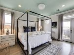 3rd Floor Master Suite - King Size Bed & Private Balcony