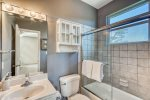 Master En Suite - Featuring a Tub-Shower Combination