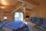 Running Wolf Studio – trail access, pool/hot tub, private balcony