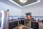 Kitchen with ocean view, dishwasher and breakfast bar