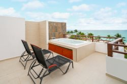 Heavenly Beachfront Penthouse with Striking Ocean Views - Penthouse Las Nubes