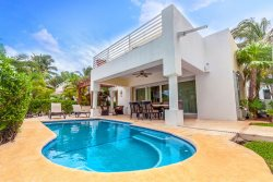 Spacious Ocean View Villa with Rooftop Jacuzzi - Villa Pura Vida