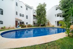Playacar Phase 2 Condo with Pool - Quintas