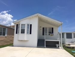 Awesome 2 Bedroom 2 Bath Beach Home Near Clubhouse  2 Queens Beds  WiFi in Unit