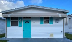 Adorable Beach Bungalow 2 Bed 1.5 Bath WIFI