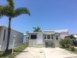 Lovely 2 BR/2Bath Beach Bungalow WIFI