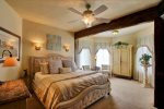 Riesling Queen bedroom