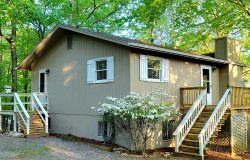Papa Don's Place-Waterfront home on Smith Mountain Lake with 3 bedrooms and 2 baths