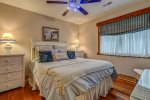 Grandview Pointe upper level bedroom with two twin beds