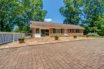 A Quiet Sunset - beautiful waterfront home with dock - sleeps 10