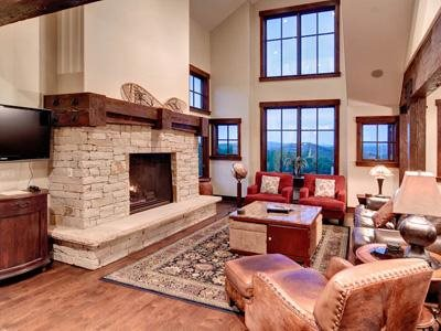 Spacious Cottage Living Room