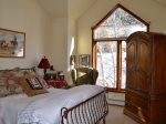 Cowboy Room Upstairs Bedroom With Mountain View
