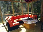 Spacious & Comfortable Screened Porch