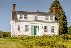 TARBOX COTTAGE | WESTPORT ISLAND | HISTORICAL FARM HOUSE | 600ft OF WATERFRONT | PET FRIENDLY