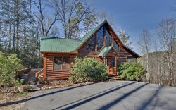 Sugar Creek Hideaway - Mountain Views and Creek Frontage