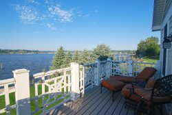 Sofi B Lake Retreat: Luxury Waterfront Condo with Swimming Pool a short walk to Saugatuck or Douglas