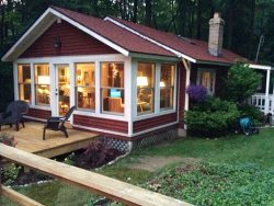Oak Bluff Cottage: Let the sights and sounds of Lake Michigan fill your soul and ease you into relaxation