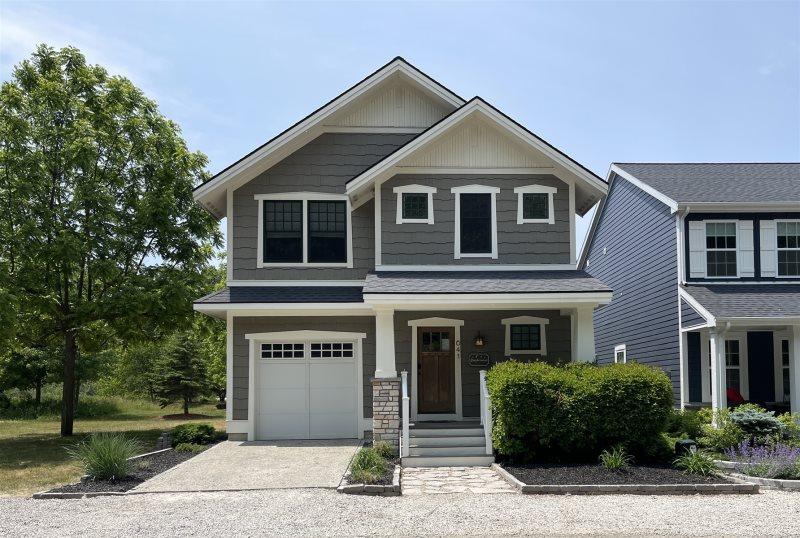 4 bedroom family home by Woodland Harbor Marina and Lake Michigan