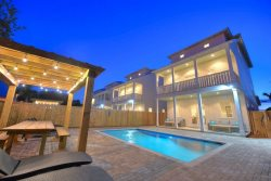 Low Holiday Rates! Luxury home, Private pool, Gulf View, Game Room, Gulf Views!