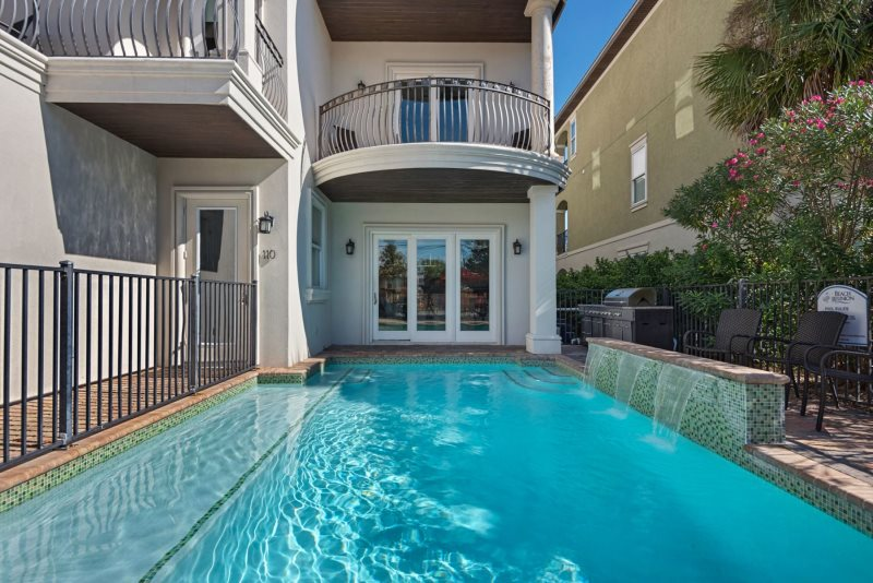 Sleek 11 bedroom feat pvt pool media game room with private beach access