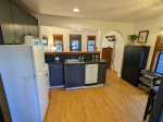 Fully equipped kitchen, Dining for 4-5