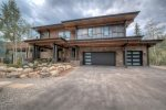 Welcome to The Edge, an executive level home in Keystone, Colorado. A 2 minute walk to Keystone Resort.