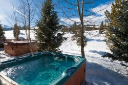 Gorgeous 3 Bedroom Condo Minutes from Breckenridge!!