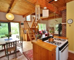 A peaceful and private cottage close to Tenants Harbor Village