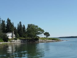 Neat-as-a-pin cottage with a stunning waterfront location
