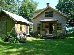 Authentic 1940`s renovated cottage -an absolute waterfront gem.