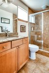 Master Bath en-suite with hair dryer