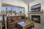1 BR Condo with vaulted ceilings walk to Frisco Main St