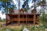 3 bedroom log cabin located on a private lake just 2 miles to the town of Breckenridge