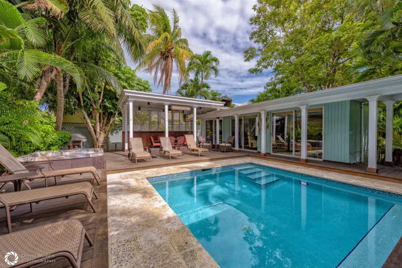 Terrific Casa Margarita Key West Vacation Home With Large Heated Pool Interior Design Ideas Gentotryabchikinfo