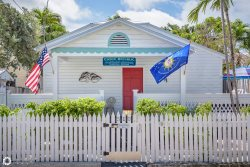 Conch Republic Cottage Suites