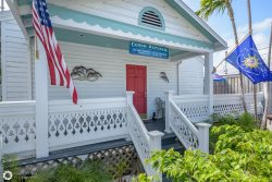 Deckside Suite- Conch Republic Cottages