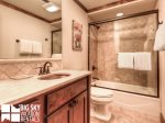 Big Sky Resort, Powder Ridge Oglala 8, Guest Bathroom