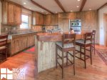 Big Sky Accommodation, Black Eagle Lodge 5, Kitchen, 1