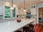 6 Spotted Sandpiper - Kitchen with Island