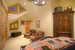 Relax in the large jetted master tub