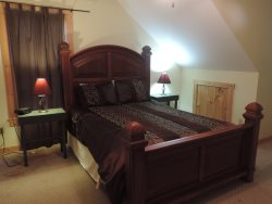 Queen size bed in the 2nd bedroom Upstairs