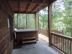 6 Person Hot Tub on the Middle Deck