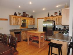 5 Bedroom 3 1/2 Bathroom with Hot Tub, Pool Table, Fire Pit & WiFi Located inside The Coosawattee River Resort