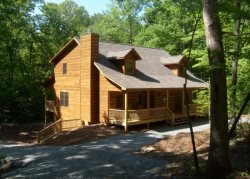 Huge 6 Bed Room Cabin on a Large Lot with Game Room, Fire Pit & Hot Tub.