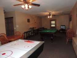 Pet friendly Cabin Rental in Ellijay, Georgia with Huge Game Room
