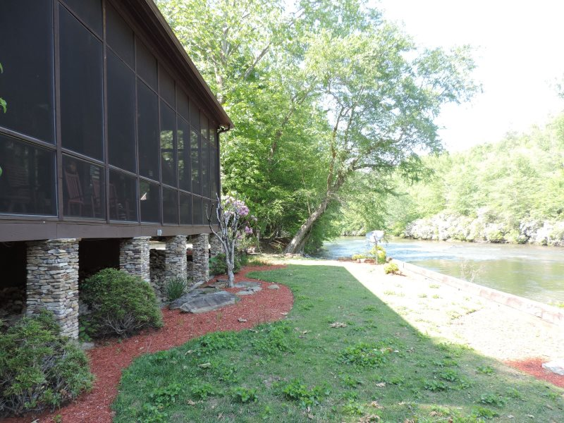 Secluded River Cabin Inside The Coosawattee River Resort